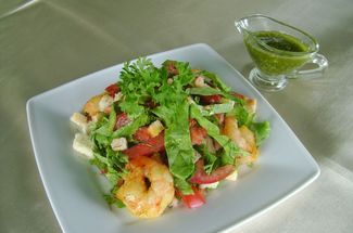 Salad with shrimps lemon and balsamic sauce