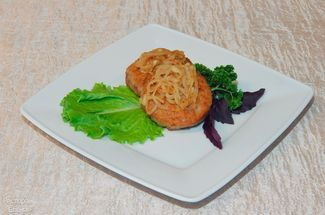 Beef steak with onion